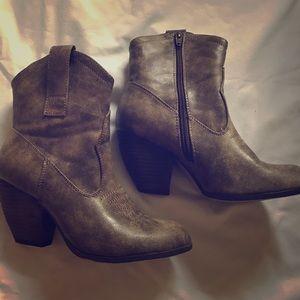 Cute EUC cowboy boots